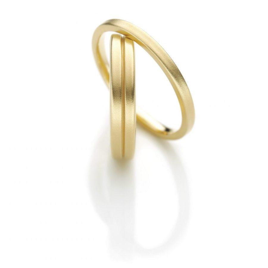 Klare Formen, warmes Gelbgold - minimalistische Trauringe